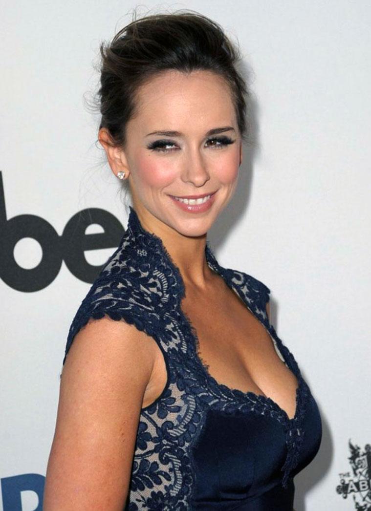 Jennifer Love Hewitt cleavage