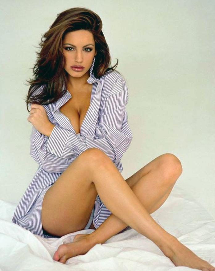 Kelly Brook cleavage