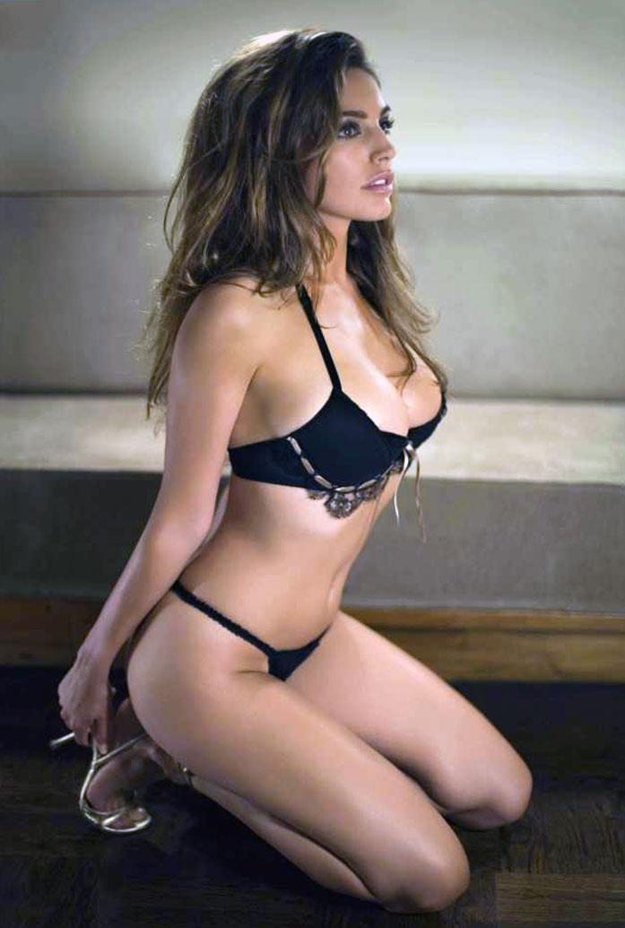 Kelly Brook boobs