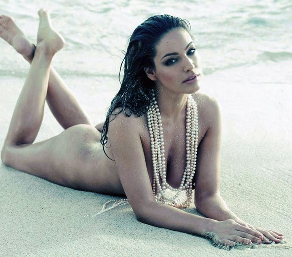 Kelly Brook nude
