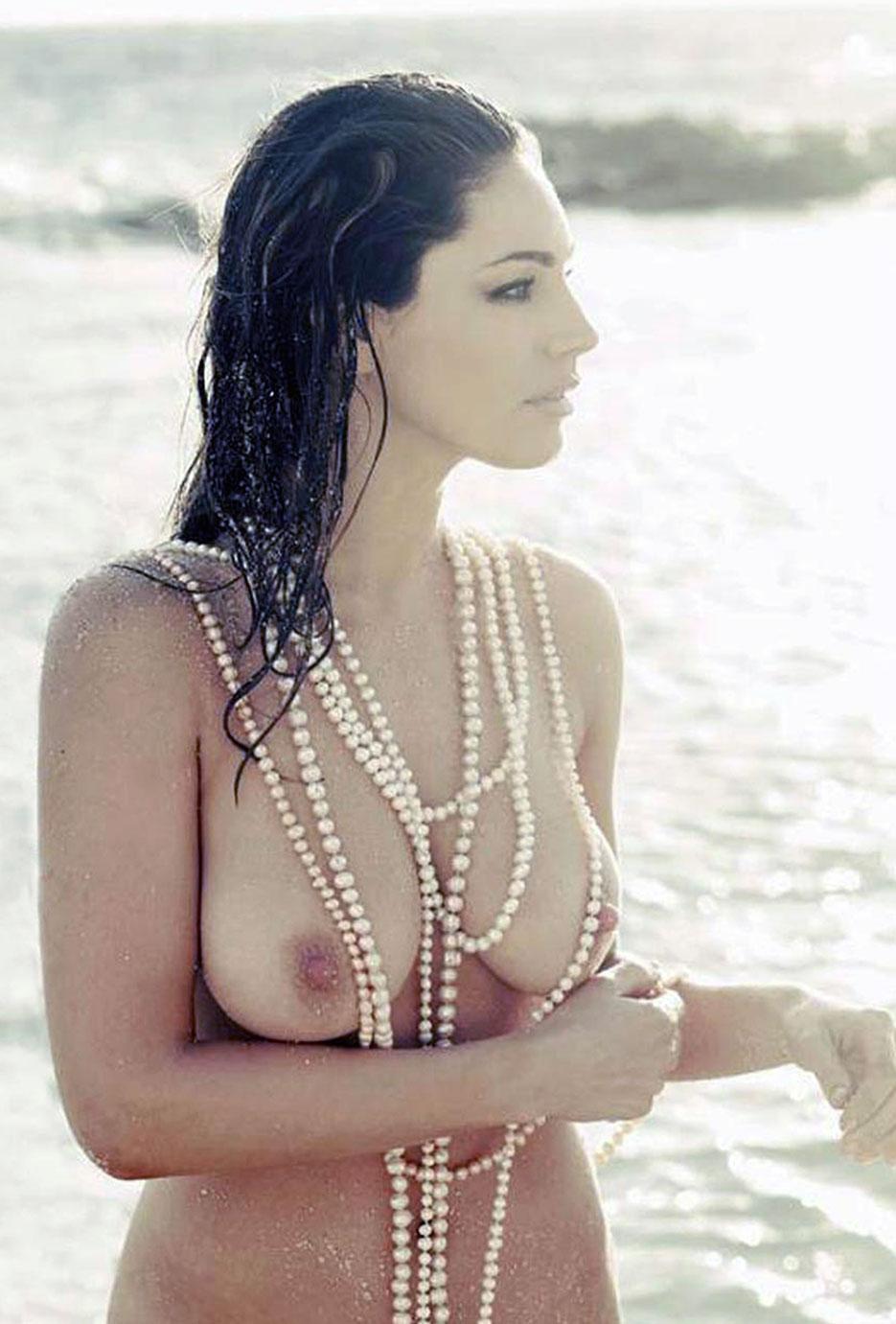 Kelly Brook nipples