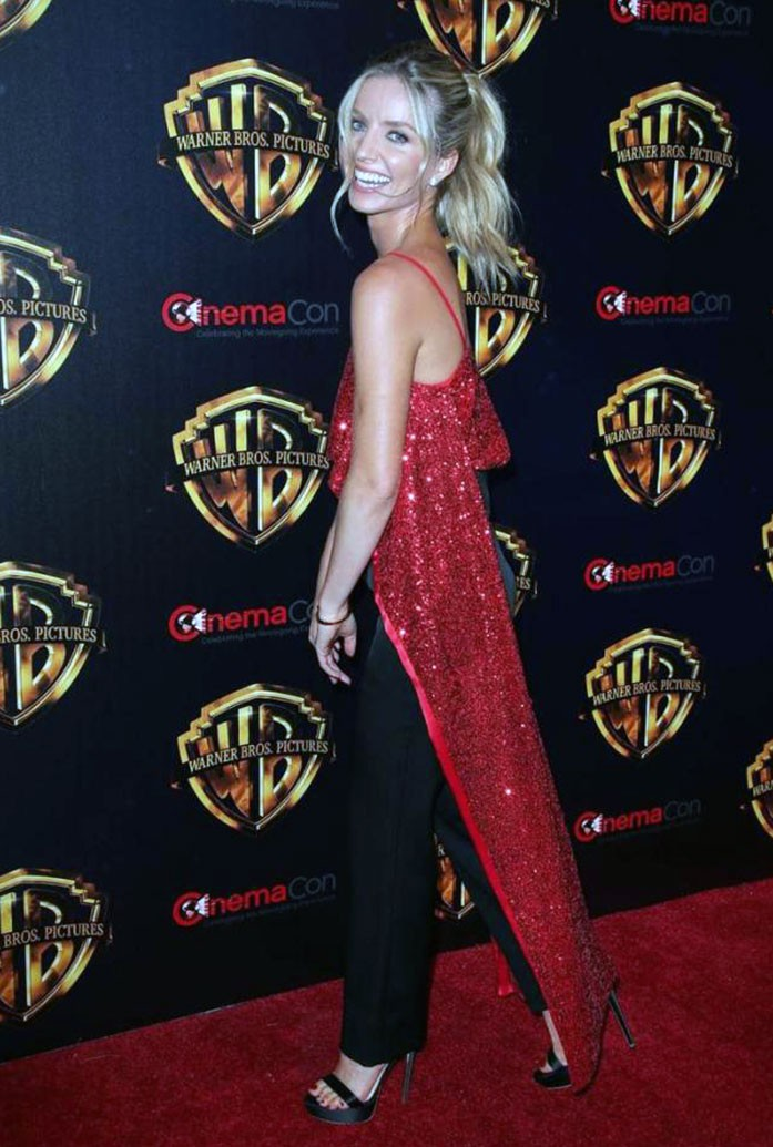 Annabelle Wallis hot