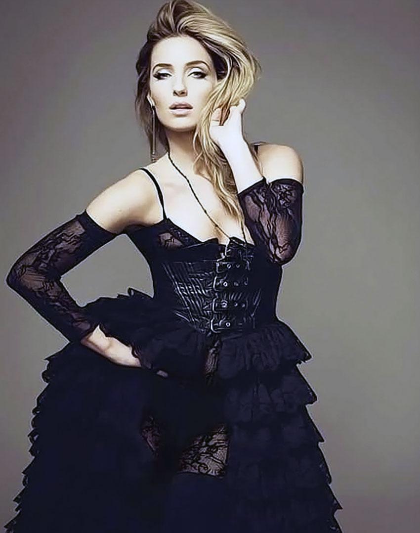 Annabelle Wallis sexy