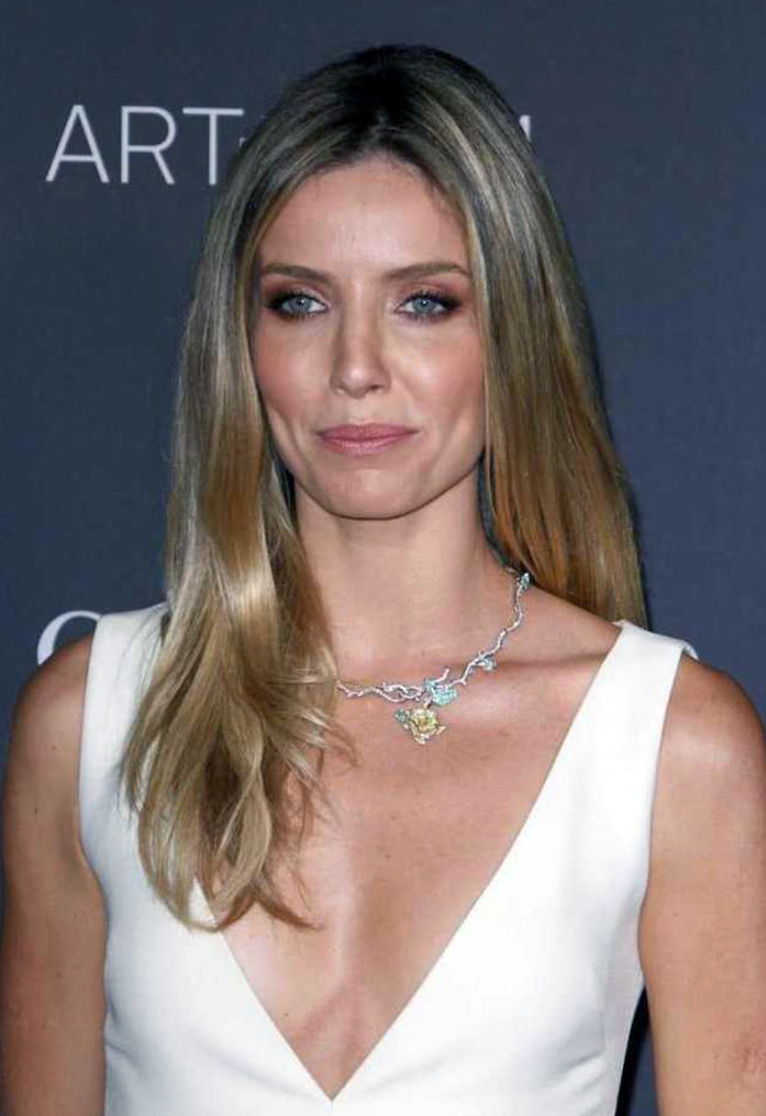 Annabelle Wallis boobs