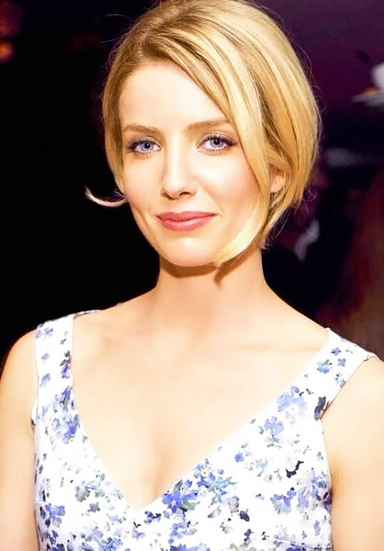 Annabelle Wallis cleavage