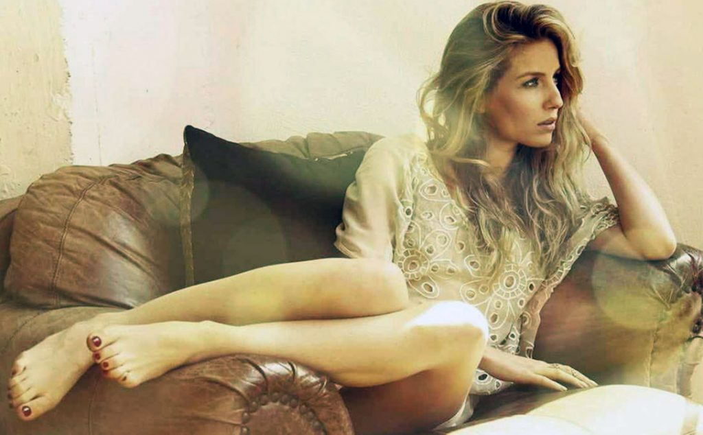 Annabelle Wallis feet