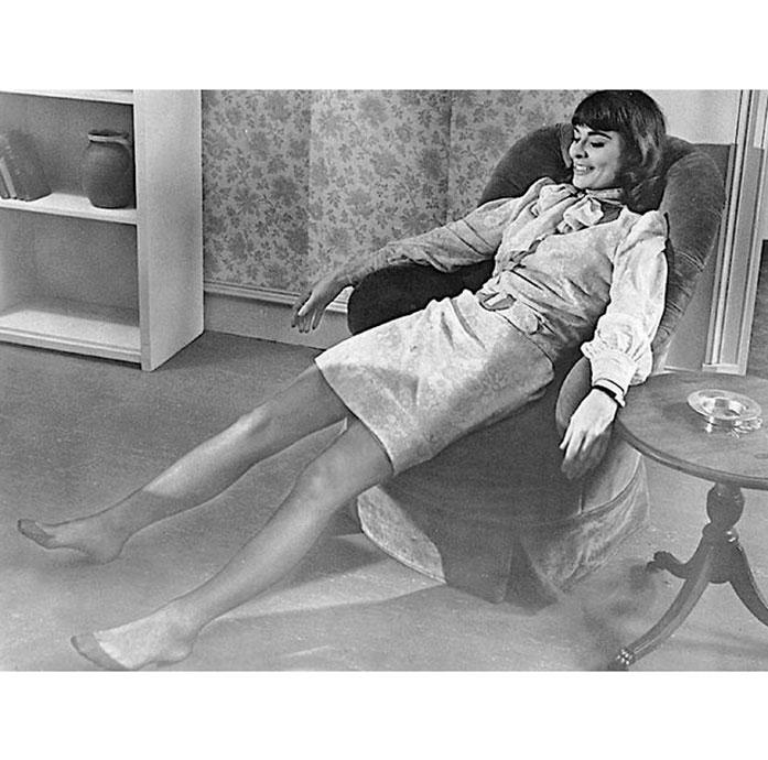 Anne Heywood legs