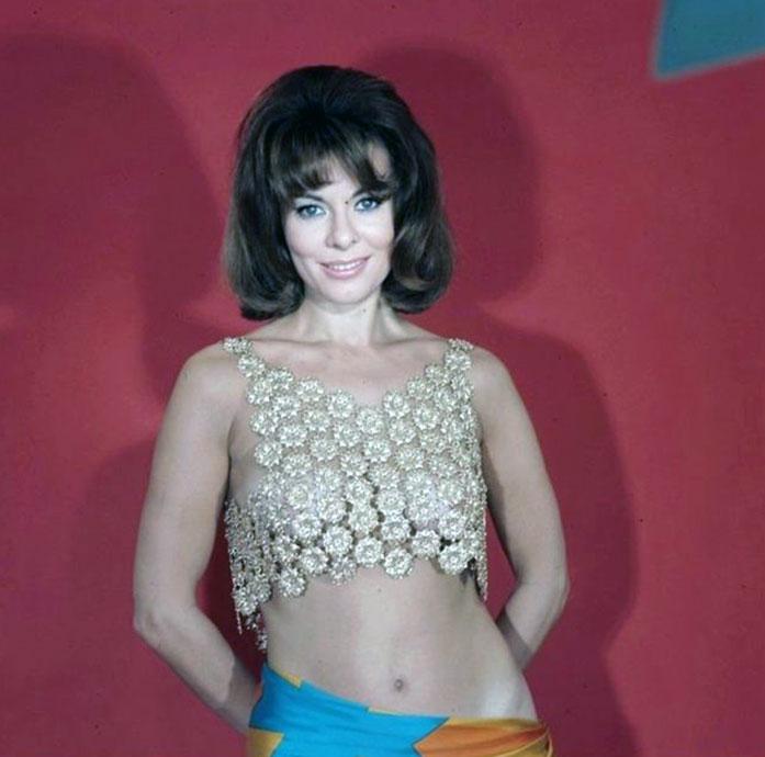 Anne Heywood nipples