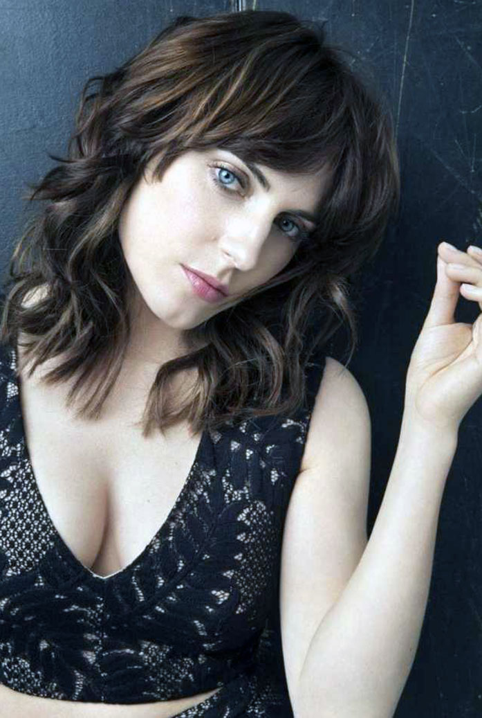 Antje Traue cleavage