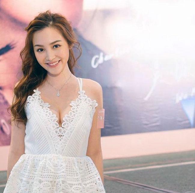 Ashina Kwok boobs