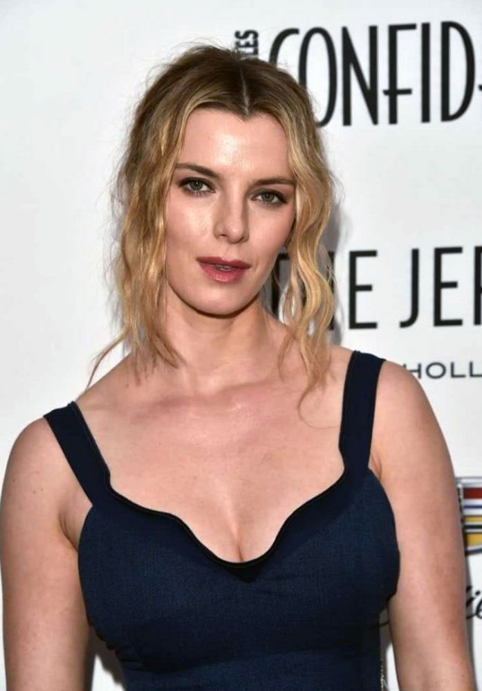 Betty Gilpin cleavage