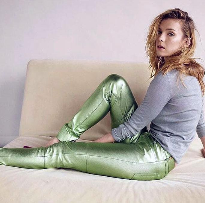 Betty Gilpin legs