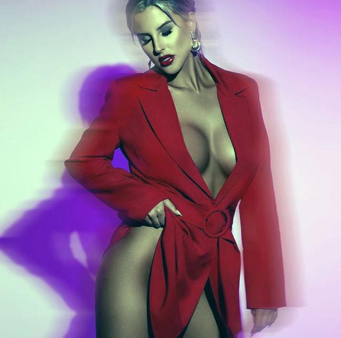 Brennah Black cleavage