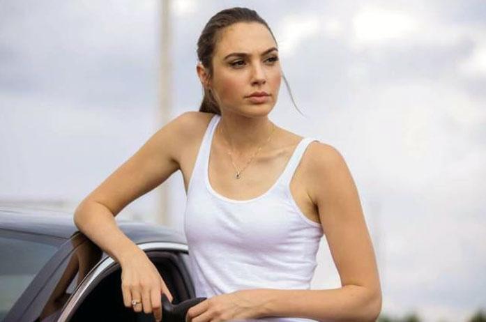 Gal Gadot boobs
