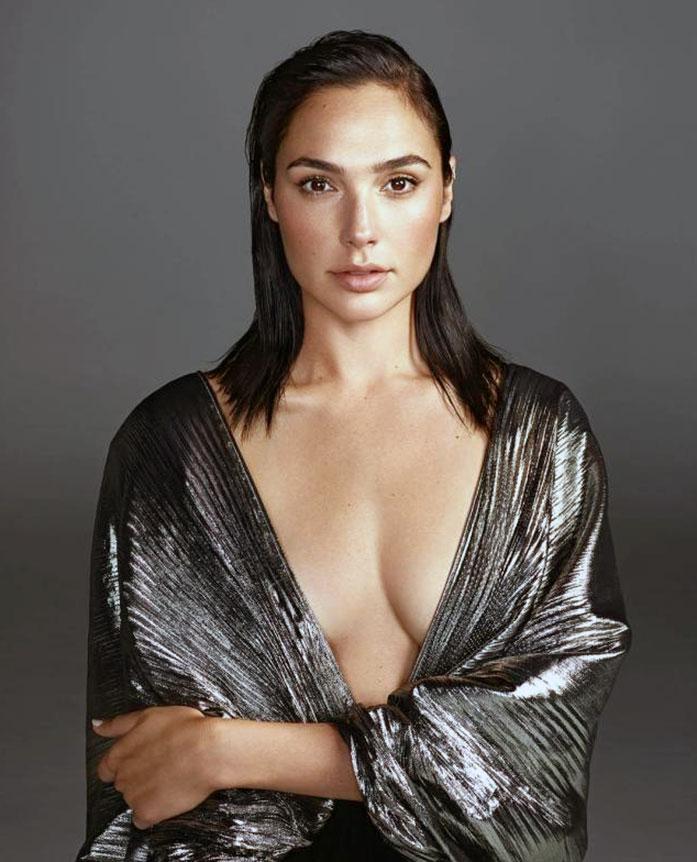 Gal Gadot cleavage
