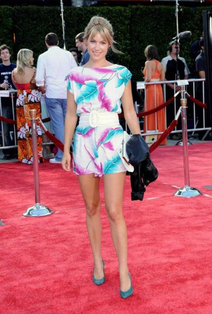 Laura Ramsey legs