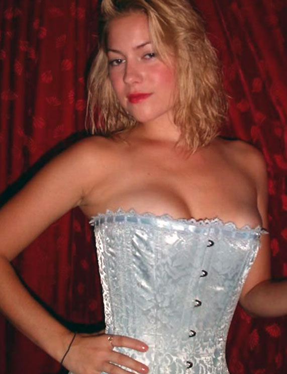 Laura Ramsey tits