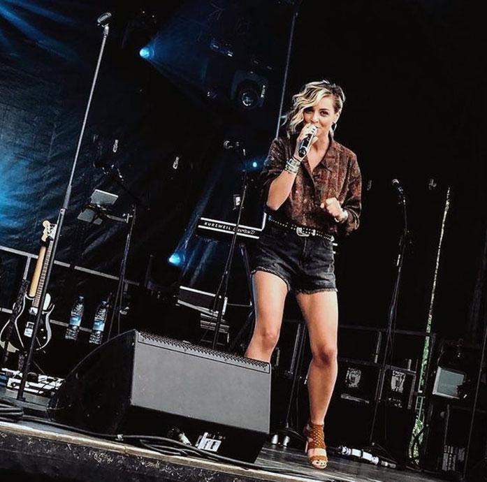 Priscilla Betti legs