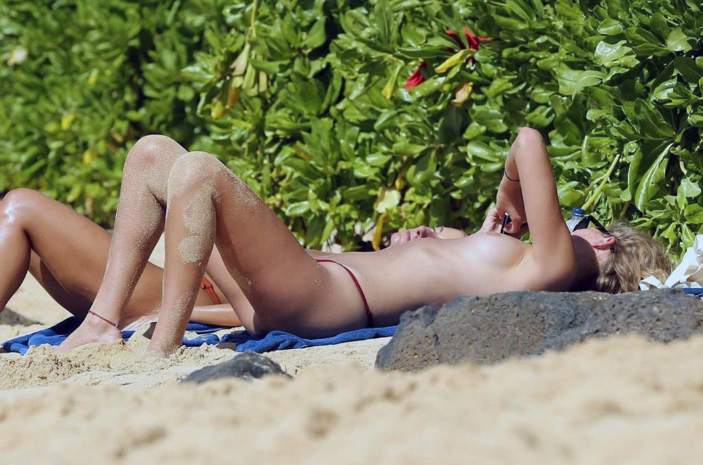 Toni Garrn naked