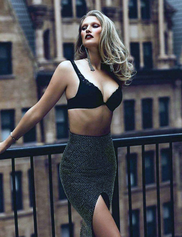 Toni Garrn cleavage