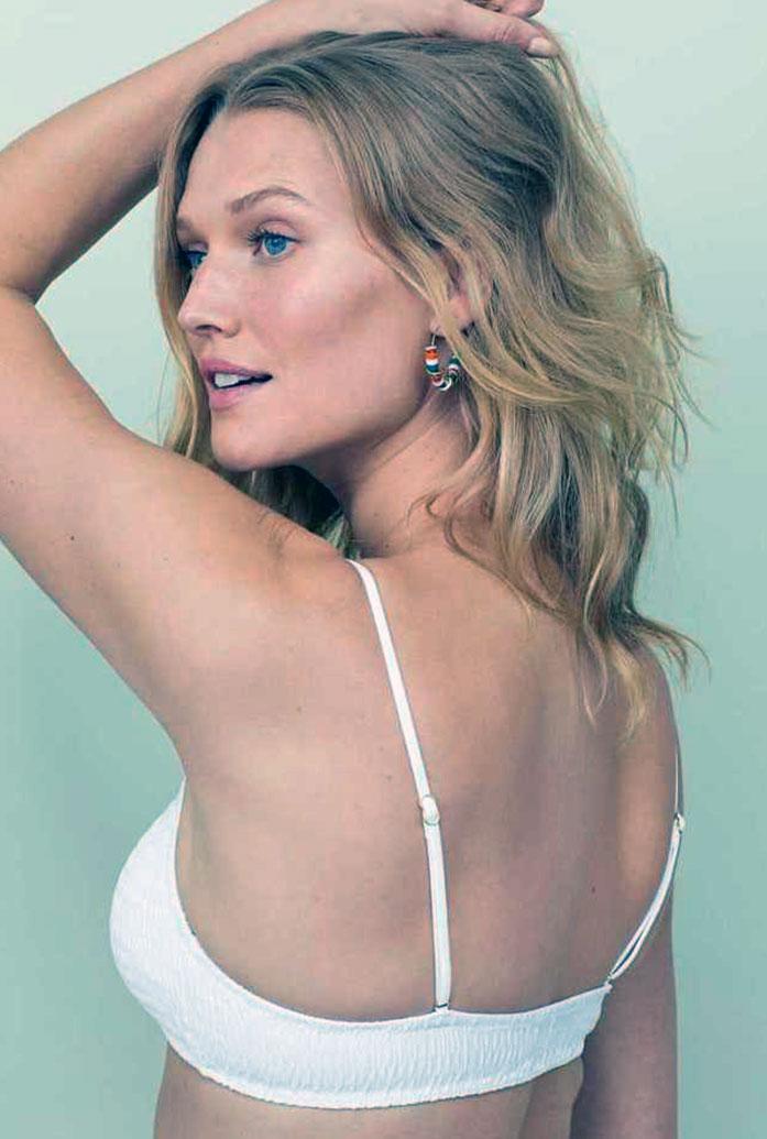Toni Garrn sexy