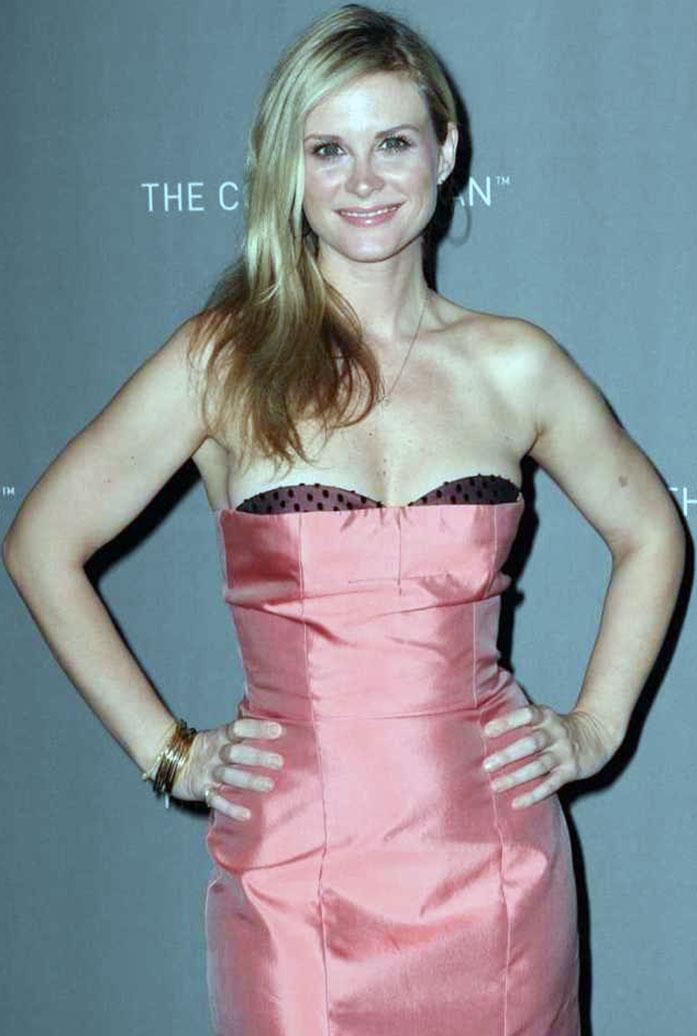 Bonnie Somerville cleavage