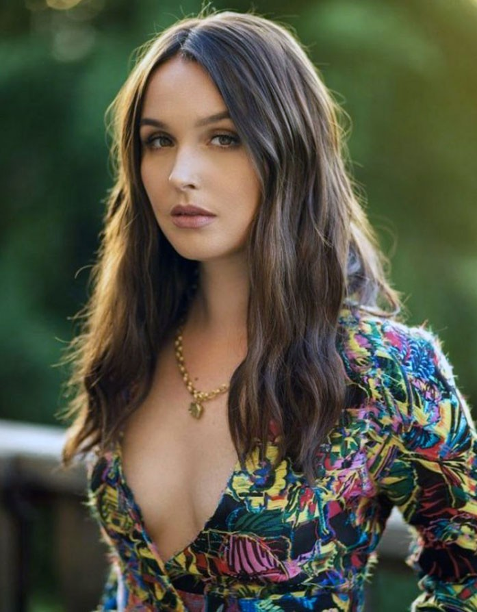 Camilla Luddington tits